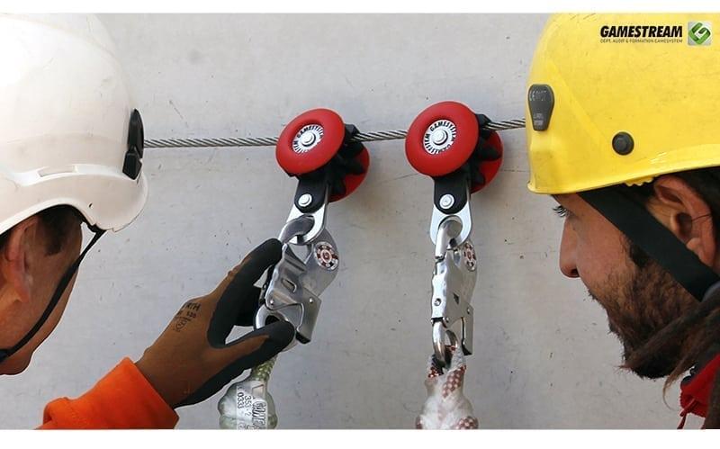 le linee di vita in un sistema di ancoraggio per il lavoro in altezza sono elementi cruciali per la sicurezza. Gamesystem specialista in sicurezza