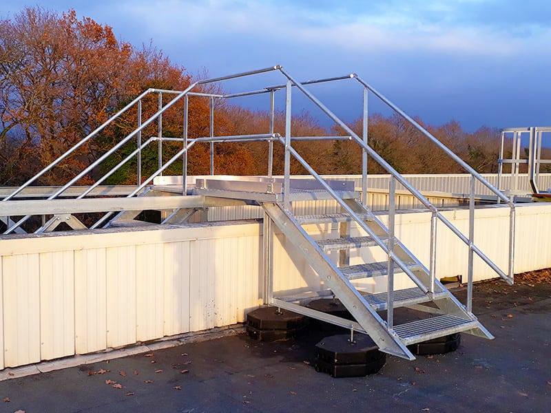 Escalier en alu pour accèder à une toiture