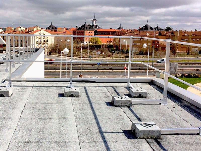 garde corps pour travail en hauteur sur toit en sécurité