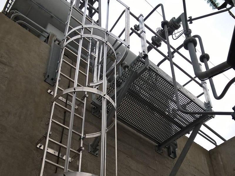 echelel à crinoline pour accéder à la toiture et intervenir en sécurité