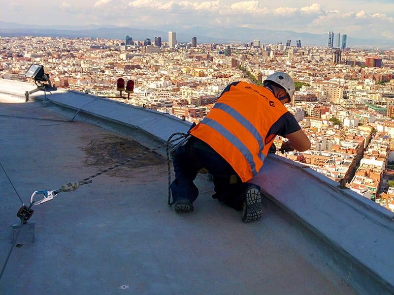 Pose de d'une ligne de vie cable sur toiture