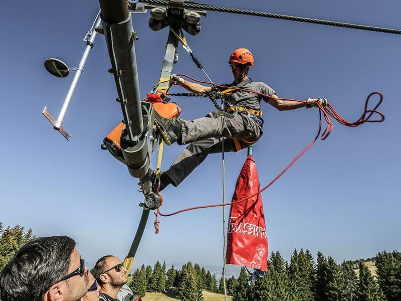 sauvetage de skieurs bloqués sur télésiège