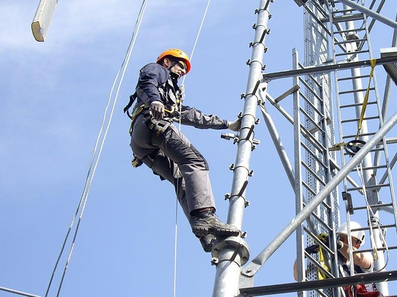 travail sur pylone en sécurité
