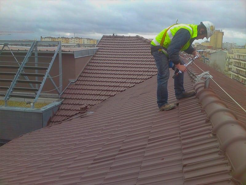 ligne de vie cable pour travail en hauteur sur toiture pente