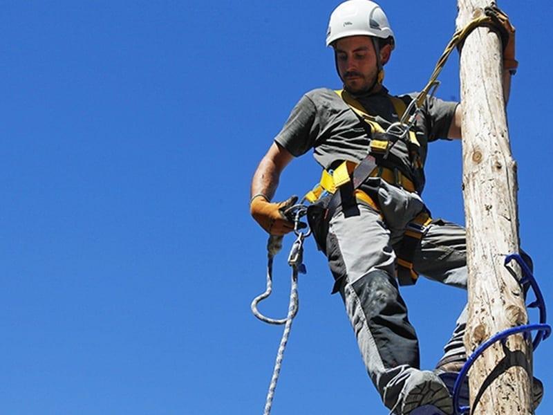 formation travail sur poteau bois et béton en sécurité