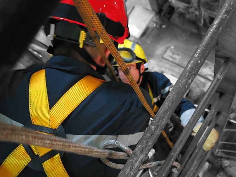 formation travail en hauteur pour pompier harnais de sécurité